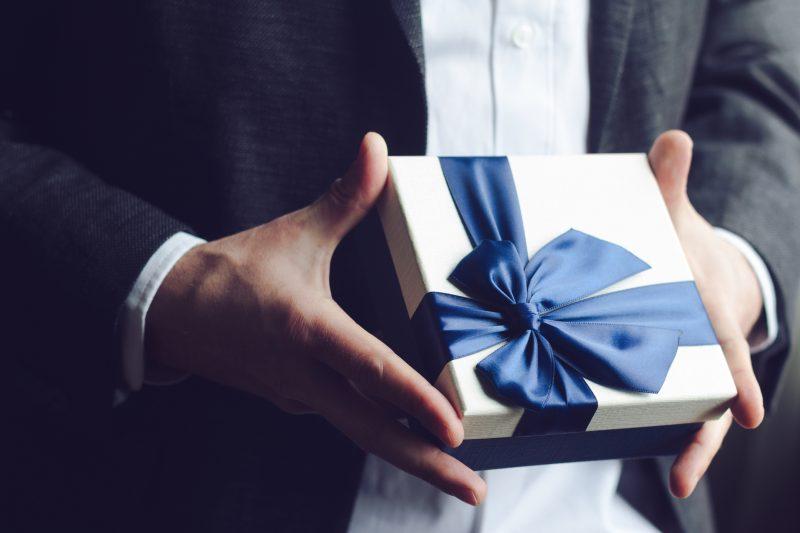 Cerchi-un-modo-per-fidelizzare-i-clienti-Fallo-con-il-regalo-aziendale-giusto-e1540889996885